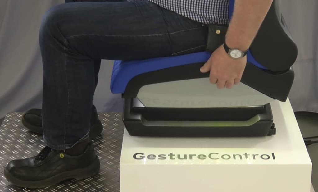 g_2_rn08_2015_Smart driver seat that responds to gestures